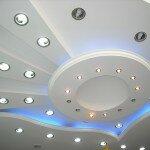 Как самостоятельно сделать подвесной потолок из пластика