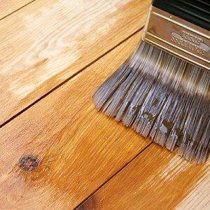 Как покрасить деревянный пол, видео