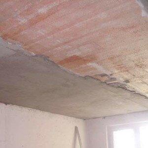 Как отштукатурить потолок
