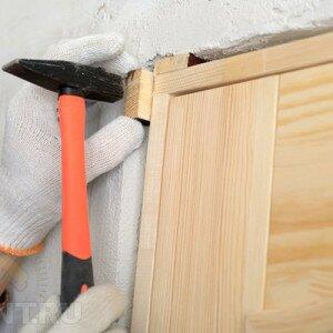 Как установить дверной блок